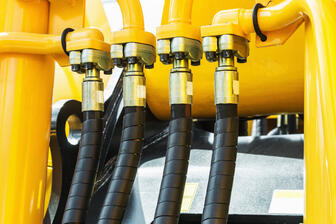 hydraulicstractoryellow.focusonthehydraulicpipes